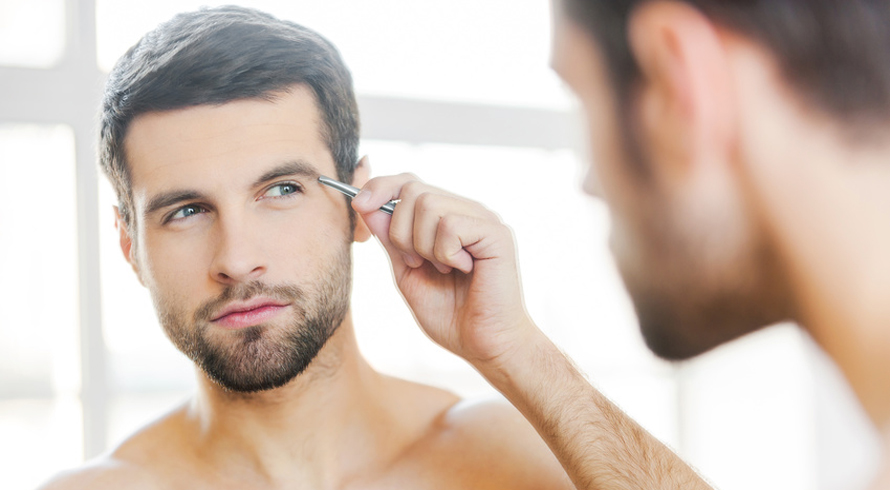 man-handsome-grooming-tweezers-eyebrows